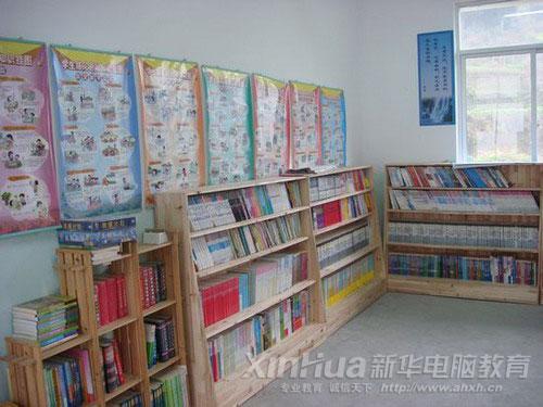 电脑 安徽/安徽新华电脑专修学院为白际小学捐赠的图书阅览室一角...